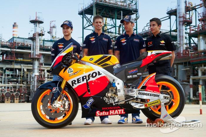 motogp-repsol-honda-team-launch-puertollano-2011-dani-pedrosa-casey-stoner-andrea-dovizio.jpg